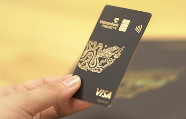 Thẻ Vietcombank Visa Signature được Vietcombank phát hành dành riêng cho khách hàng phân khúc cao cấp thuộc Hội viên Vietcombank Priority.